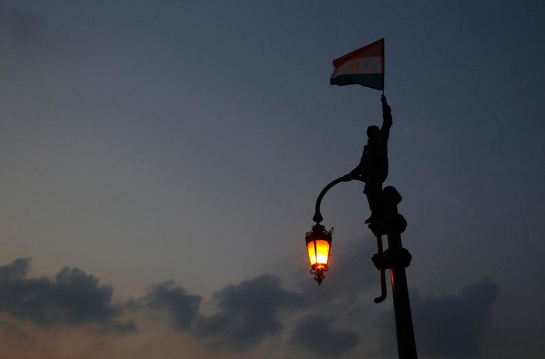 EgyptStreetlightFlagWave.jpg