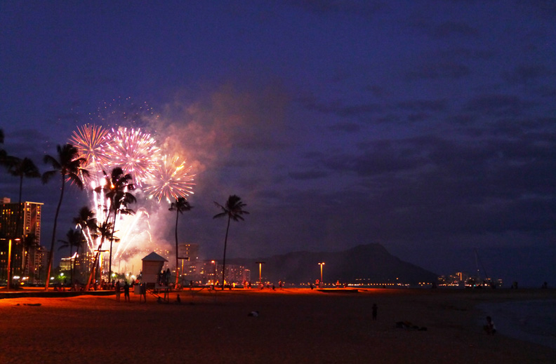 FireworksHonolulu(bl).jpg