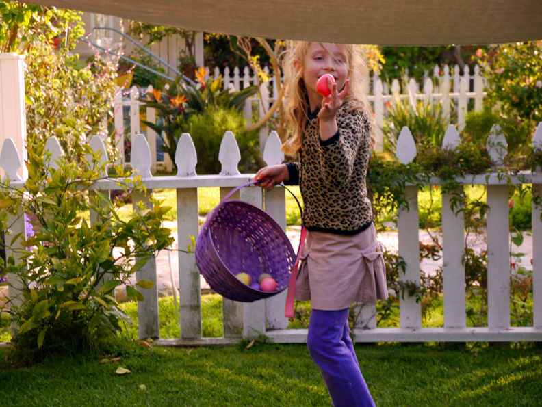 LucyEaster2012Hunt(bl).jpg