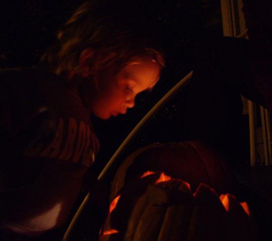 LucyPumpkinGlow2006(bl).jpg
