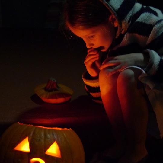LucyPumpkinGlowHallow12.jpg